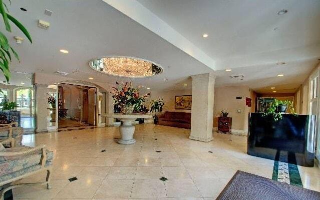 430 N oakhurst lobby