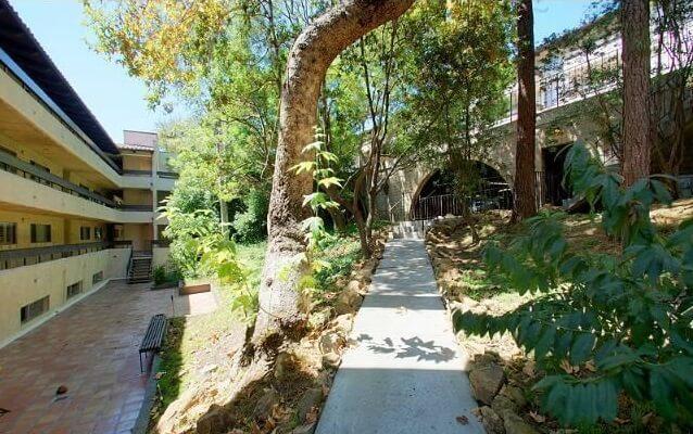 cahuenga tennis club walkway