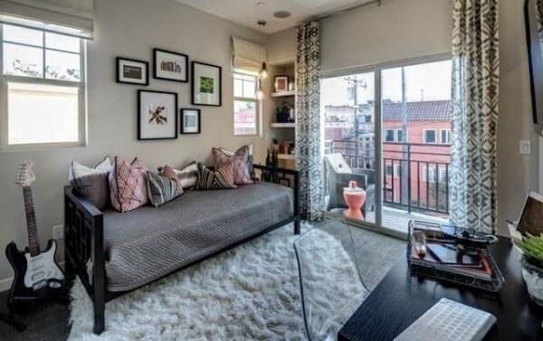 36-on-Echo-guest-bedroom-600x377