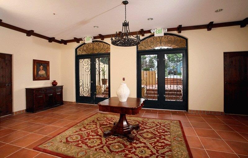 5037 rosewood Lobby
