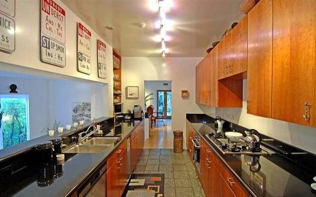 8850 Evanview kitchen before