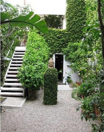 882 N Doheny Courtyard