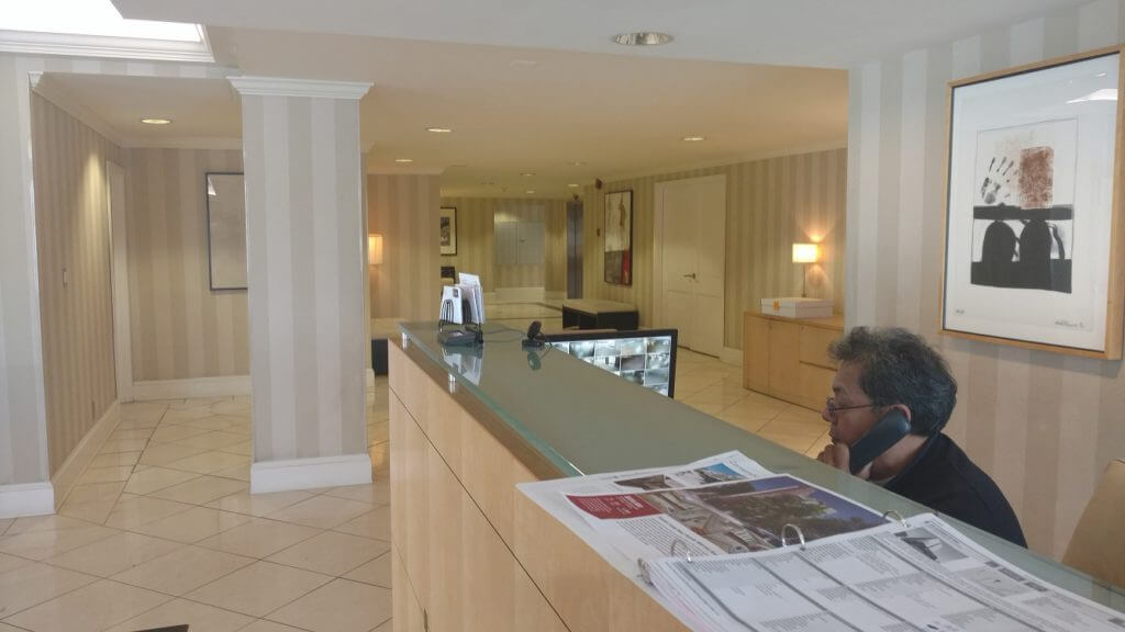 818-doheny-front-desk