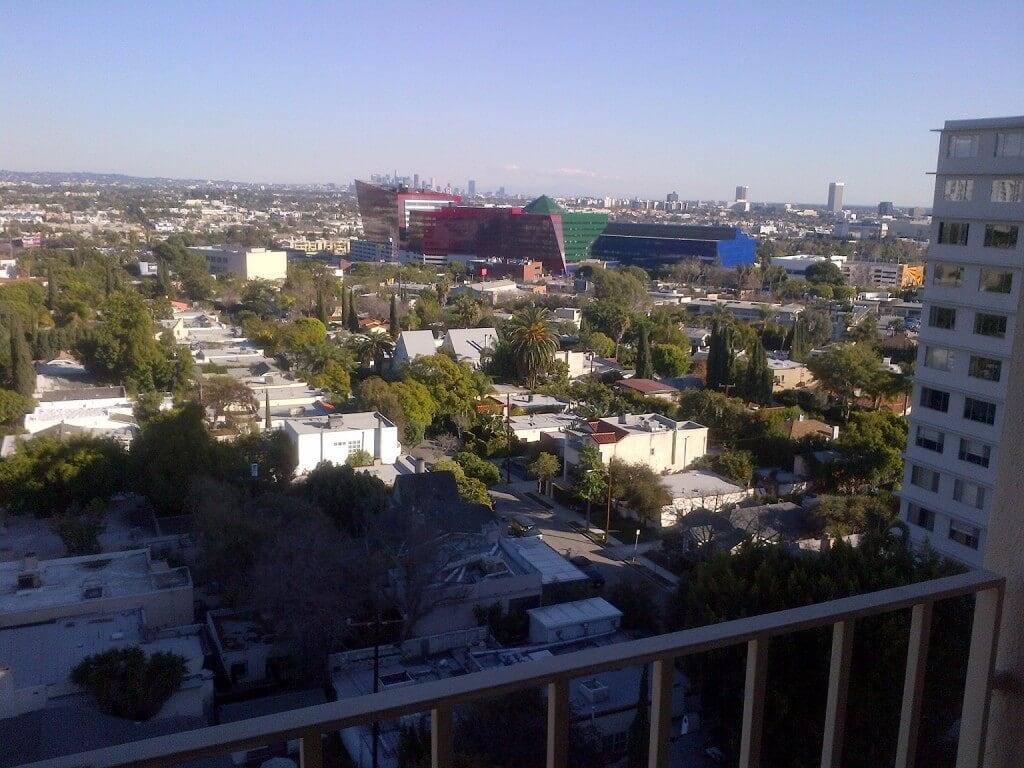 838 N Doheny Drive East view
