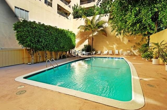 838 N Doheny Ground level Pool