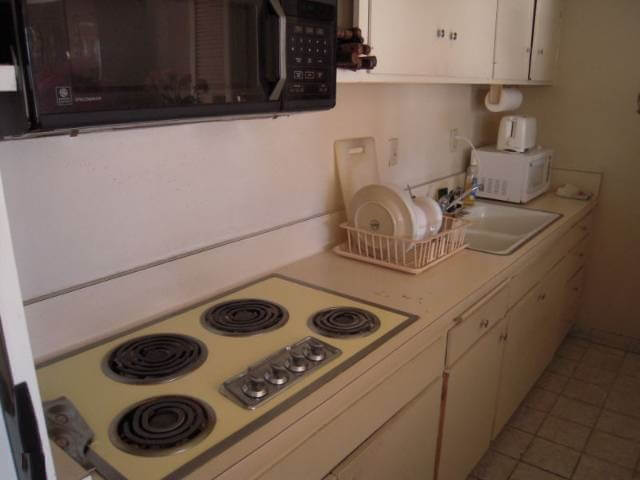 Doheny West original kitchen
