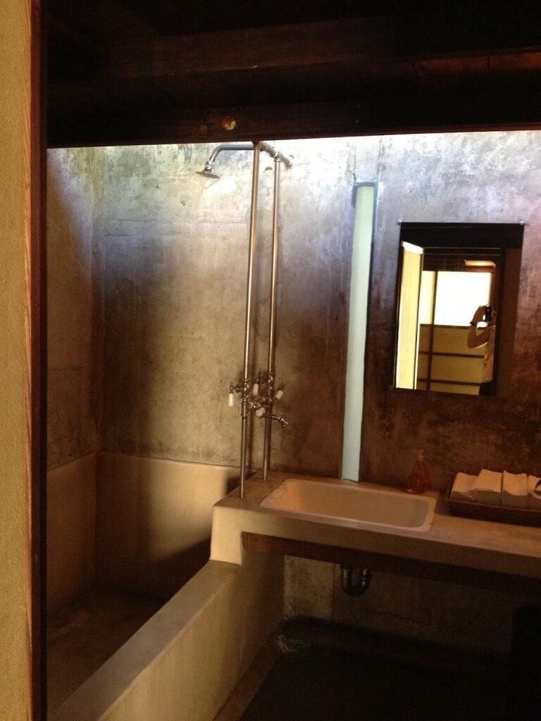 835 Kings Rd Bathroom