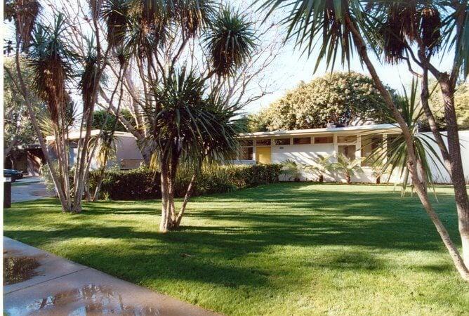 Mar Vista Tract Ain front yard
