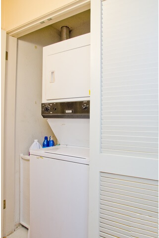 1940 N Highland Ave los angeles laundry closet