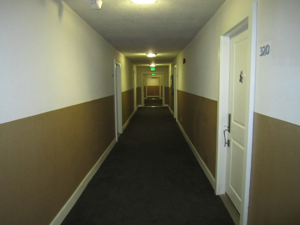 Club-California-Hallway