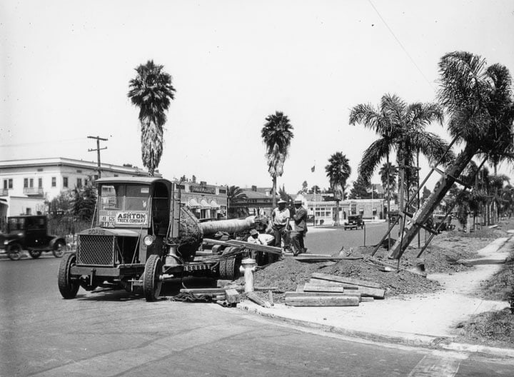 wilshire-blvd-1926-planting-palm-trees