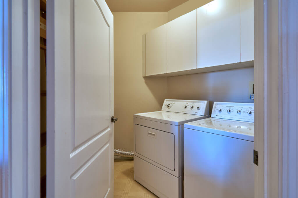 condo for sale in beverly hills laundry